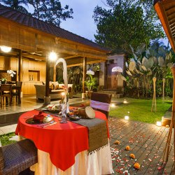 Romantic dinner in Ubud villas resort